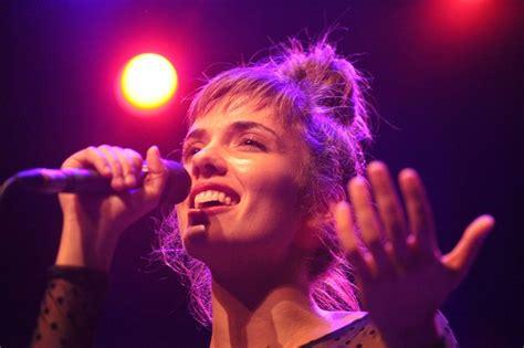 Rīgā viesosies jaunā franču džeza dziedātāja Kamilla Berto - Laiki mainās!
