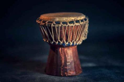 Sama seperti gong, alat gendang ini masih. √ Pengertian Musik Campursari : Sejarah, Fungsi & Tokohnya
