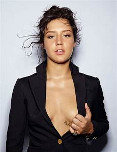 2015 Adele Exarchopoulos | newhairstylesformen2014.com