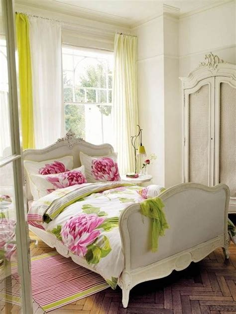 Decorating Ideas For Womens Bedroom by Best 25 Bedroom Ideas On Coral