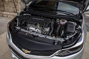 2019 Chevrolet Cruze Pictures