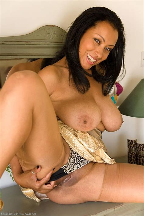 naturally busty exotic milf posing naked - Pichunter
