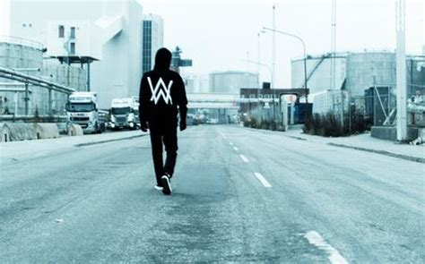 alan walker faded traduzione testo  video