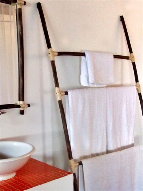 fresh hanging towels in a bathroom 15793