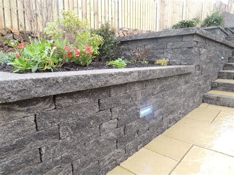 Garden Decorative Bricks by Decorative Garden Wall Spaces Retainingwall Garden