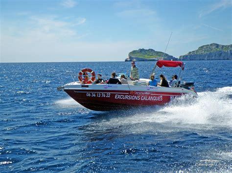 guide des chambres d hotes visiter les calanques en bateau informations et tarifs