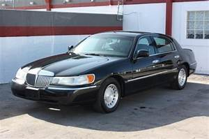 2002 Lincoln Town Car - Information And Photos