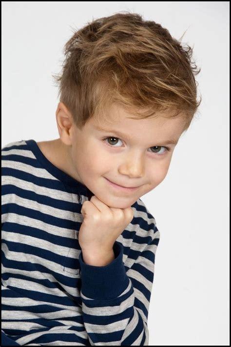 moderne jungen frisuren die besten 25 kinderfrisuren jungen ideen auf kleinkind junge haarschnitt