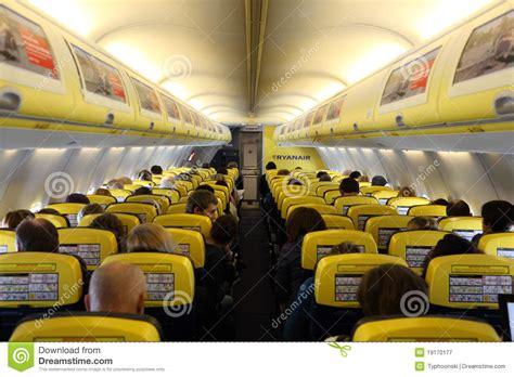 siege ryanair à l 39 intérieur de de l 39 avion de ryanair photographie