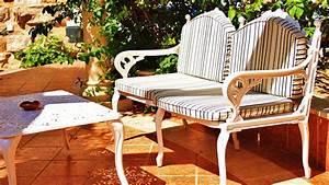 Alte Möbel Auffrischen Holz : fr hjahrskur f r alte gartenm bel outdoor auffrischen bauen wohnen ~ Sanjose-hotels-ca.com Haus und Dekorationen