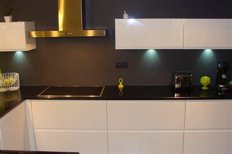 cuisin pas cher beau cuisine blanche plan de travail noir avec chambre