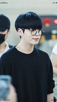 JongHyun of SHINee Dyes His Hair Black For the First Time ...
