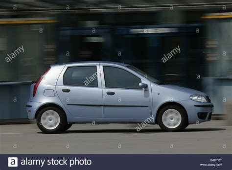 Small Limousine by Car Fiat Punto 1 3 Jtd Small Approx Limousine Light