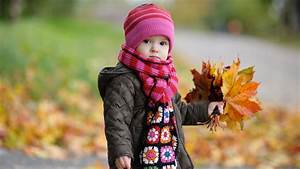 Cute Baby in Autumn Wallpapers | HD Wallpapers | ID #10594
