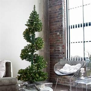 Deko Mit Lichterketten : spiralf rmiger weihnachtsbaum mit schlichter lichterketten deko weihnachtsbaum schm cken ~ Eleganceandgraceweddings.com Haus und Dekorationen