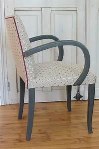 Refaire Un Fauteuil Bridge : changer le tissu d 39 une chaise tapissier d corateur brest fauteuil pinterest tapissier ~ Melissatoandfro.com Idées de Décoration