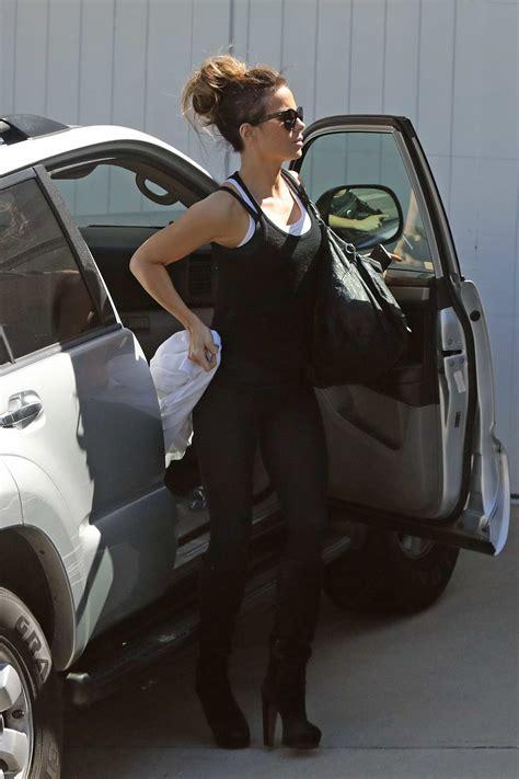Kate Beckinsale rocks black tank top with matching ...
