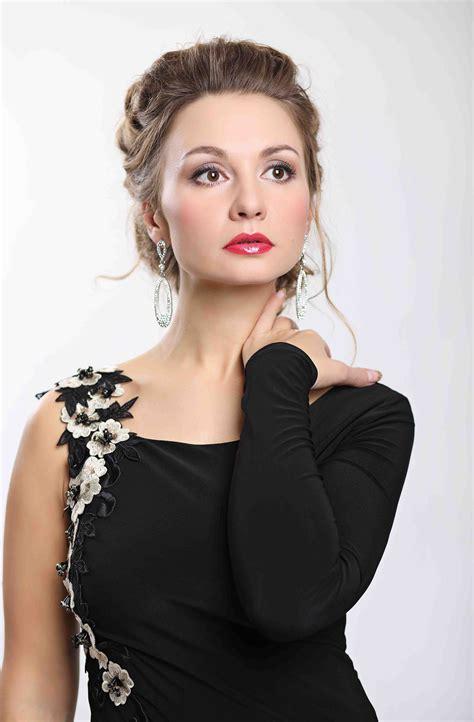 Yulia - Full Figured Models