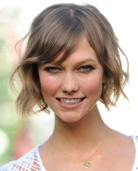 10 short hairstyles for thin wavy hair