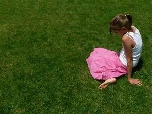 Junge Mädchen Fotos : junge m dchen in gras 2 download der kostenlosen fotos ~ Markanthonyermac.com Haus und Dekorationen