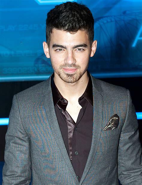 Joe Jonas: Ragazza, patrimonio, origini, fumare, tatuaggi ...
