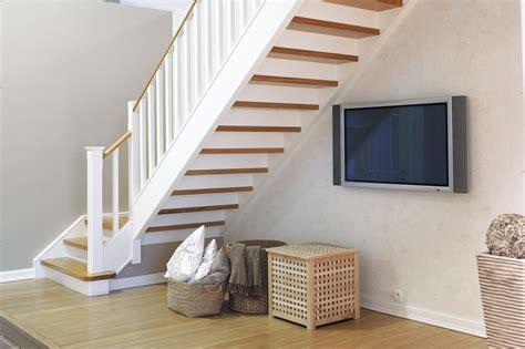 dhondt interieurescalier ferme en bois en blanc de style