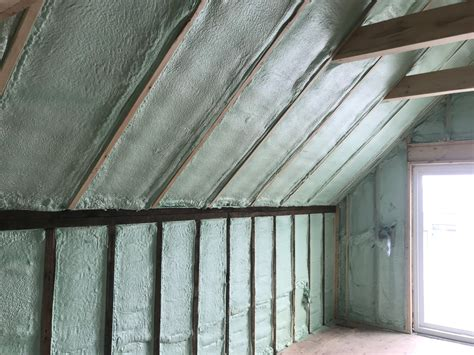 benefits  choosing closed cell spray foam insulation