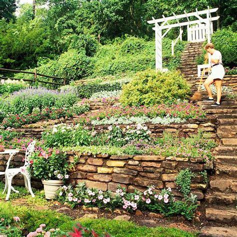 Landscaping Ideas For Sloped Backyard by Best 25 Steep Backyard Ideas On Garden Ideas