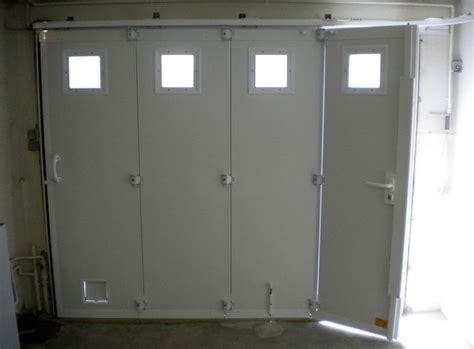 porte de garage sectionnelle avec portillon dauphin 233 stores et fermetures dauphine stores