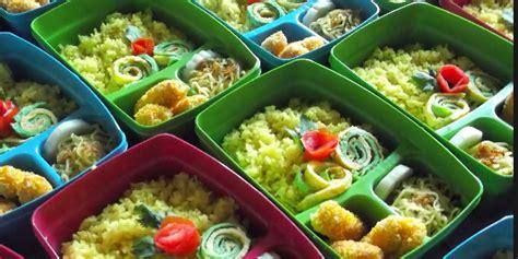 Nasi kuning merupakan masakan hasil kreasi nasi biasa yang berasal dari indonesia, lebih sering dibuat jadi tumpeng. Resep Nasi Kuning Gurih Spesial Enak Komplit Tumpeng Khas