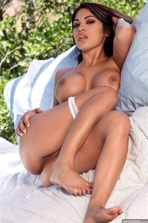 Latina Amateur In Action Page 31