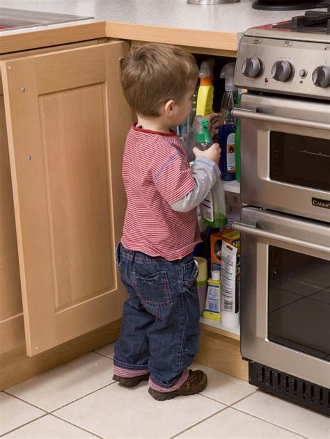 essential knives for the kitchen child safety goes the pan as parents ignore