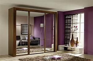 Amazing Modern Small Bedroom With Brown Laminated Wooden