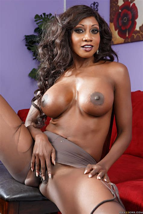 Black Woman Looks Great While Completely Naked Photos