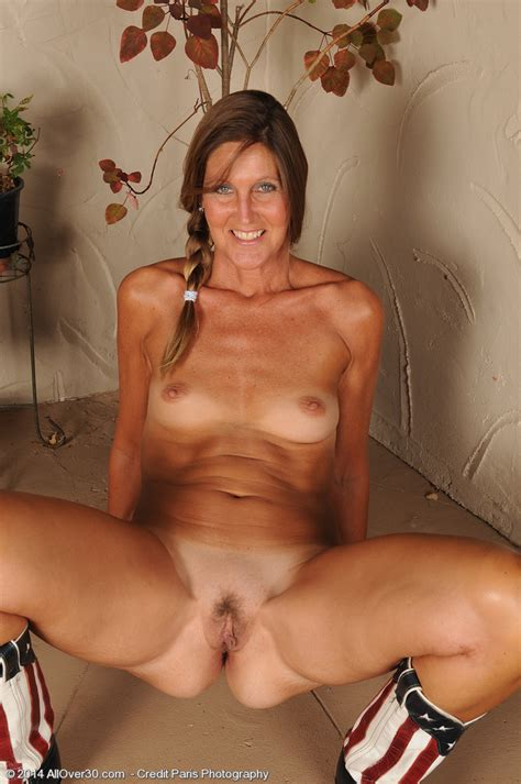 La Valkenberg Get Naked And Spread Her Legs Milf Fox