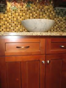 Decorative Kitchen Cabinet Knobs by Cherry Shaker Kitchen Cabinets Home Design Traditional