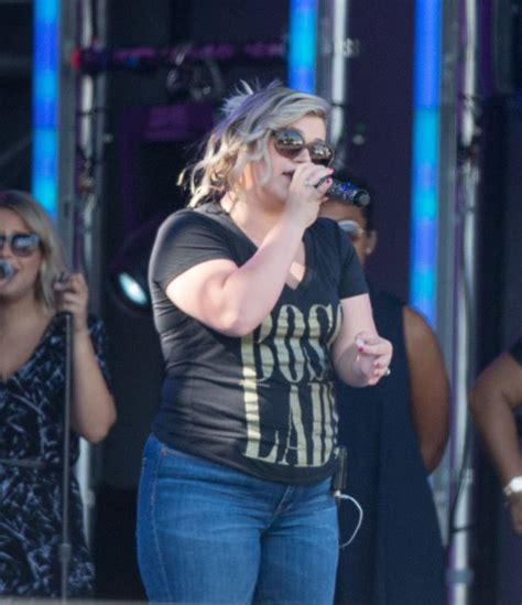 Kelly Clarkson Gives Birth To Baby Boy Blackstock! His ...