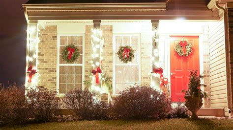 outdoor decorating ideas  christmas white lace cottage