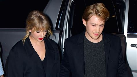 Taylor Swift Says Boyfriend Joe Alwyn 'Absolutely ...