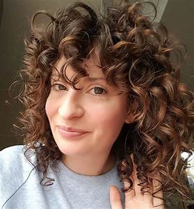 How Elaine Gets Her Naturally Wavy Hair To Look Like This