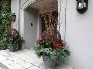 Garten Weihnachtlich Dekorieren : gro e pflanzk bel lassen den garten gro artig erscheinen ~ Michelbontemps.com Haus und Dekorationen