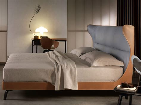 Letto Matrimoniale In Cuoio Mamy Blue Bed By Poltrona Frau