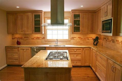 kitchen backsplash ideas  maple cabinets maple