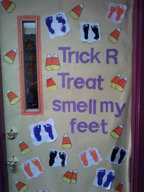 best 25 preschool door ideas on preschool 198 | 553646eb99ec912ab70638e89dcf3db6 halloween classroom door halloween door