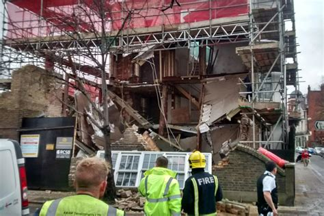 House Barnes by The Thames Side House Collapsed This Afternoon Howard Goodall