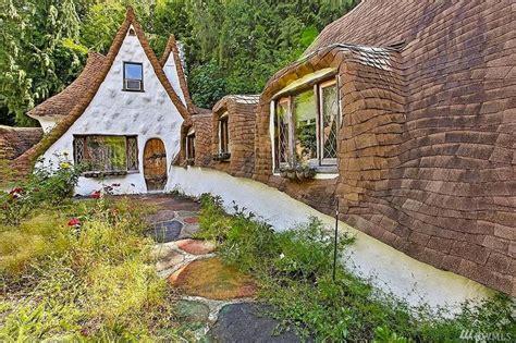 la casa dei biancaneve in vendita la casa dei sette nani