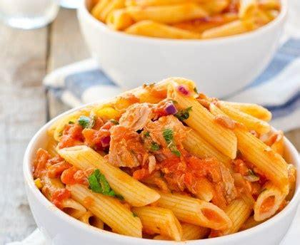 thym cuisine pâtes au thon et à la tomate recette de pâtes au thon et