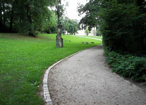 Wege Im Garten by Englischer Garten Wege Im Gartenpark Rasen Als