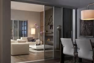 modernes wohnzimmer mit essbereich wohnzimmer mit schiebetüren und mit inova gestalten