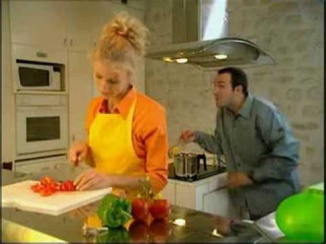un gars une fille la cuisine